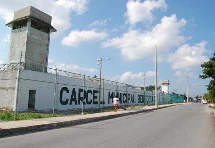Se dio a conocer que la cárcel se encuentra sobrepoblada, alberga a mil 358 reos, cuando la capacidad del pena es para 780 presos. (Redacción/SIPSE)