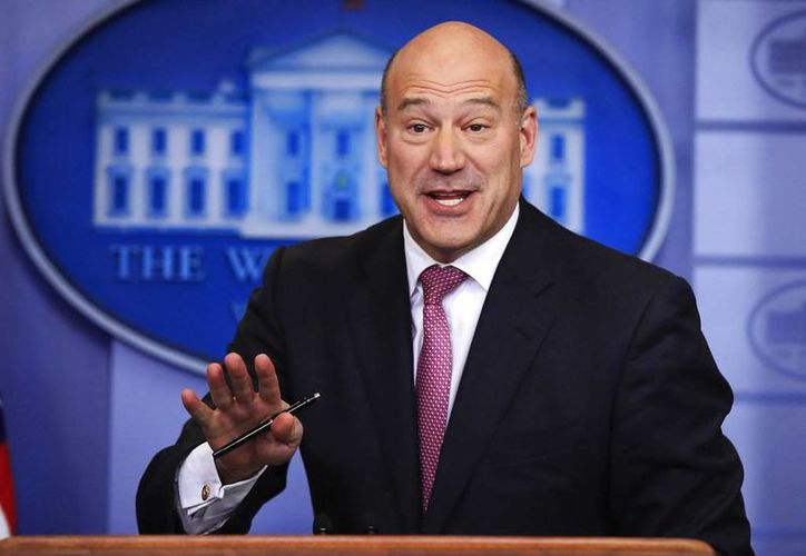 Gary Cohn ya había tenido diferencias con Donald Trump, por el apoyo de éste a los supremacistas blancos. (AP)