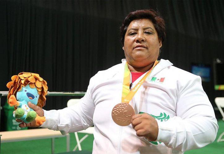 Catalina Díaz ganó la medalla de bronce, en los Juegos Paralímpicos de Río 2016, en la prueba de levantamiento de potencia -86 kg. (@CONADE)