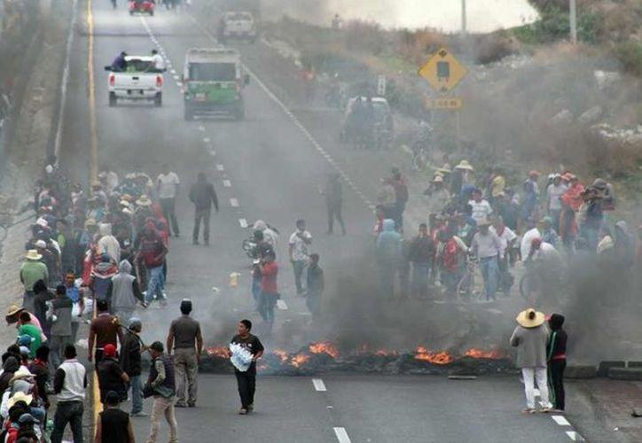 """El gobierno del estado estimó que la violencia desatada en Puebla a raíz del combate contra los ladrones de combustible, podría replicarse en la entidad debido al llamado """"efecto cucaracha"""". (Cuartoscuro)."""