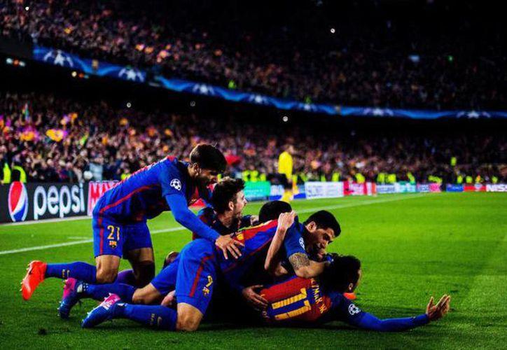 Los jugadores del Barcelona celebran la remontada ante el PSG. (El País)