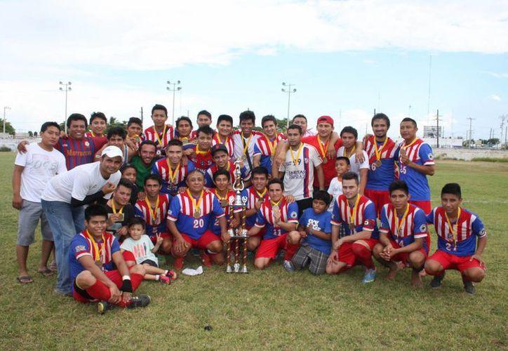 Aan Castro y Luis Chuc dieron el triunfo a Atlético de Motul, que ahora jugará en Primera Fuerza Estatal. (Marco Moreno/Milenio Novedades)
