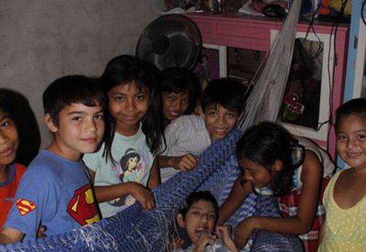 Estos niños de corazón de oro expresaron su deseo de que Santa Claus visite su localidad. (Juan Albornoz/SIPSE)