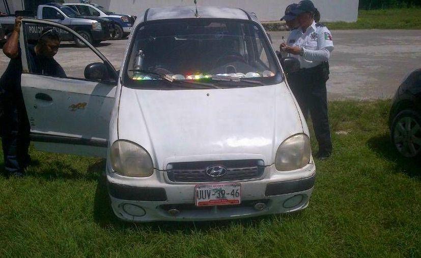 El producto se encontraba en un vehículo tipo Atos con placas UUV-3946. (Harold Alcocer/SIPSE)