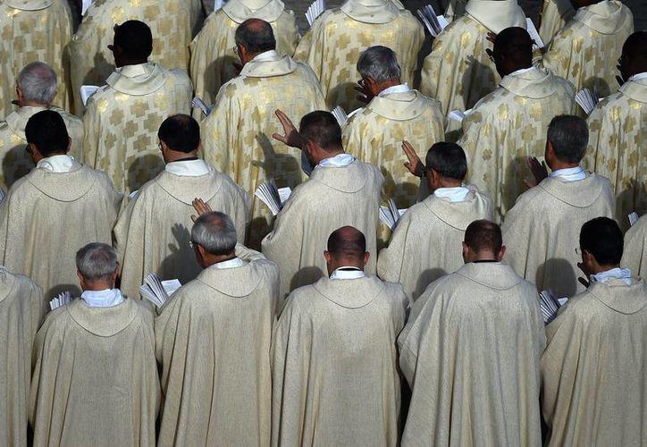 La policía continúan vigilando aquellos lugares donde supuestamente continúan trabajando miembros de esta red buscando la extorsión de sacerdotes y feligreses. (Archivo/Agencias)