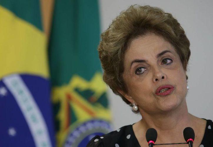 Dilma Rousseff está acusada de crímenes de responsabilidad por presunto maquillaje de las cuentas públicas sin la autorización del congreso de Brasil. (AP)