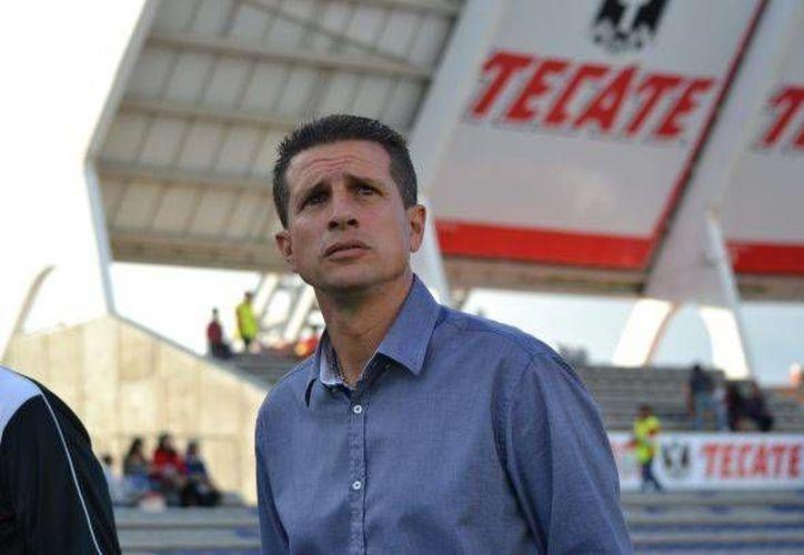 Ricardo Valiño, quien hasta hace poco entrenaba al CF Mérida, ahora lo enfrentará en partido de Copa MX del lado de Lobos BUAP. (Milenio Novedades)