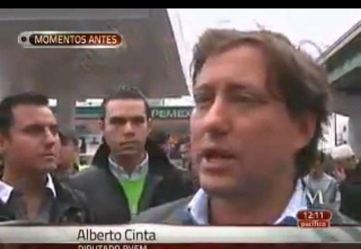 Alberto Cinta Martínez, junto con militantes, fueron asaltados. (Captura de pantalla)