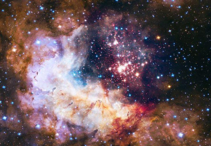 Esta foto sin fecha suministrada por la NASA el 23 de abril del 2015, tomada por el telescopio espacial Hubble, muestra un criadero estelar en la Constelación Carina. El 24 de abril el Hubble cumple 25 años de observación cósmica. (NASA/AP)