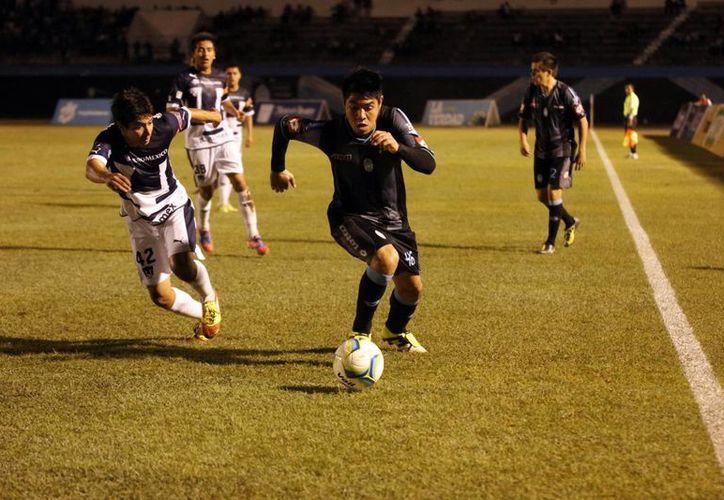 En el primer tiempo los del CF Mérida se fueron con todo pero no consiguieron anotar. (Milenio Novedades)