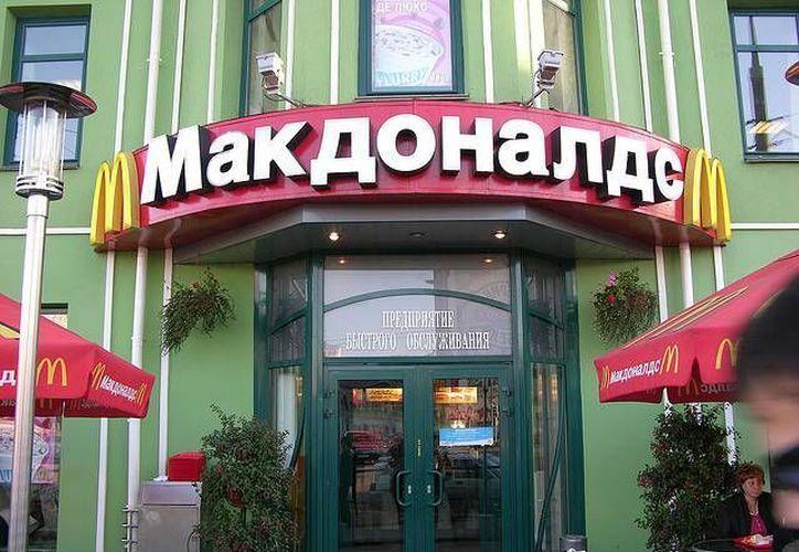 McDonald's no tiene planes de cerrar ninguno de sus 400 locales en Rusia. (the-techbox.com)