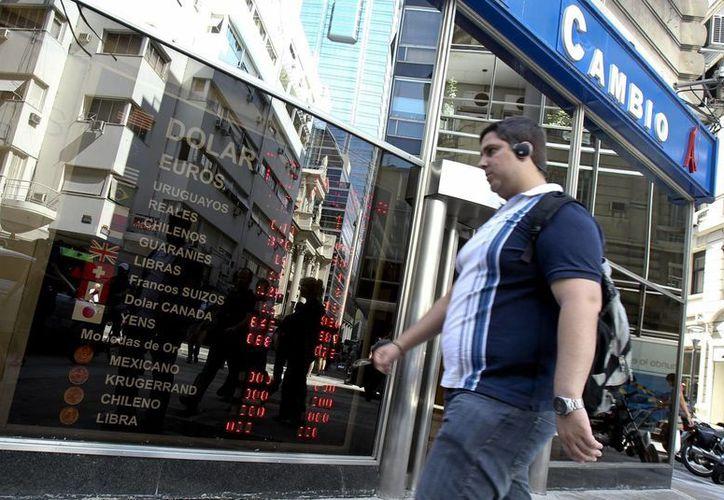 El nuevo mecanismo evitará prácticas especulativas en medio de la fuerte inflación que vive Argentina. (EFE)
