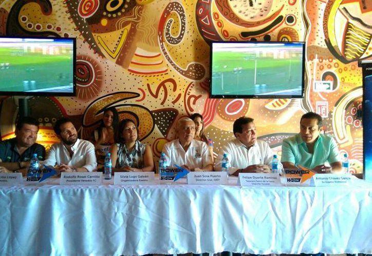 Imagen de la rueda de prensa para anunciar el homenaje a Efraín Lugo Ricalde, el próximo sábado 14 de Mayo, en el estadio Carlos Iturralde. (Marcos Moreno/Milenio Novedades)
