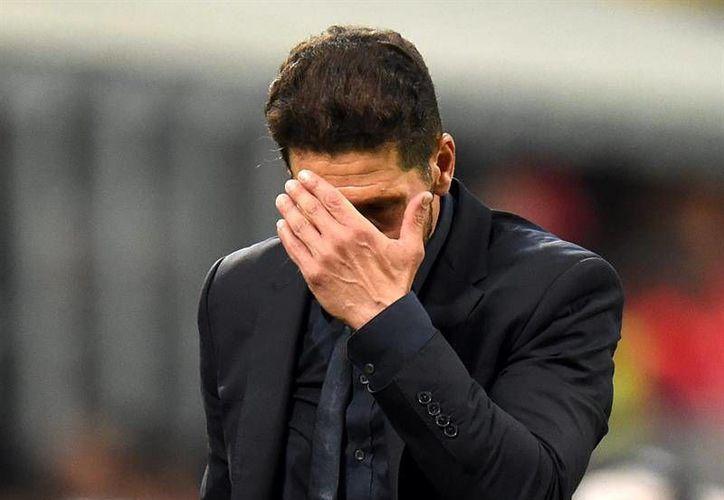 Tras su segunda final perdida en Champions League, Diego Simeone asegura que es momento de replantear su sitio como entrenador con el Atlético de Madrid. (EFE)