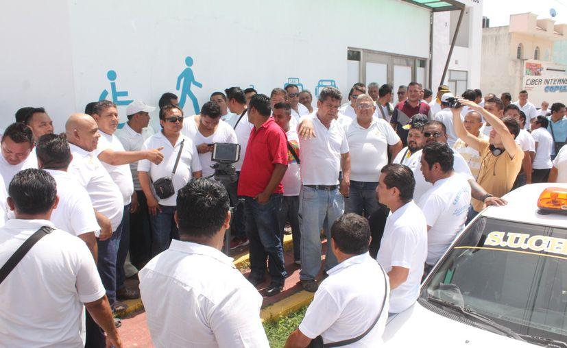 Taxistas de Chetumal y autoridades aún no llegan a un acuerdo en relación con las tarifas. (Daniel Tejada/SIPSE)