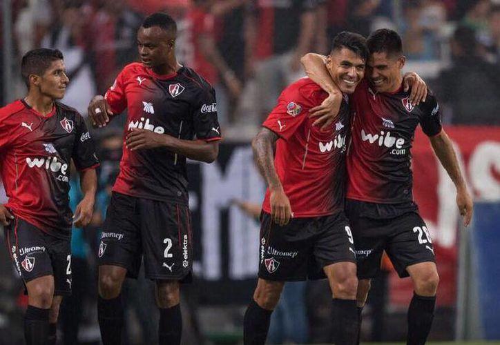Atlas vence 2-0 al Newell's Old Boys en el festejo de su Centenario. (Facebook)
