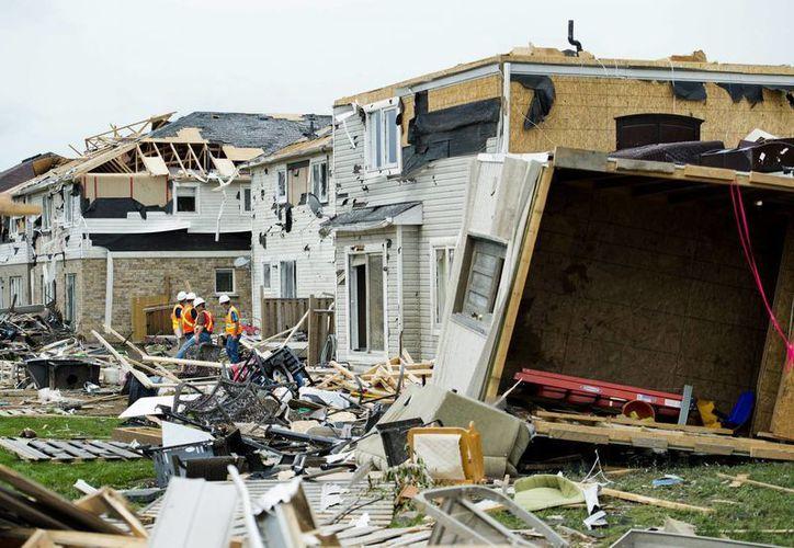 Las zonas más afectadas fueron acordonadas por la policía. (Agencias)
