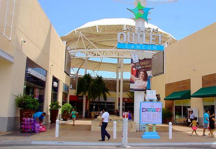 """""""El kilómetro del peso"""" se llevó a cabo en Plazas Outlet. (Youtube)"""