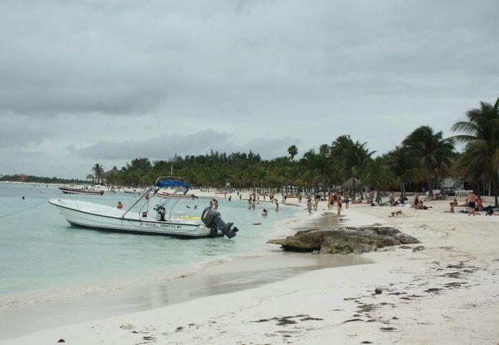 En el litoral se ha erosionado dos metros de anchura en los arenales. (Alida Martínez/SIPSE)