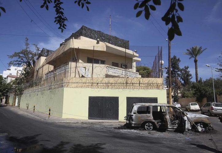 Fachada de la embajada rusa en Libia hoy, jueves 3 de octubre, tras su asalto ayer en Trípoli, Libia. (EFE)