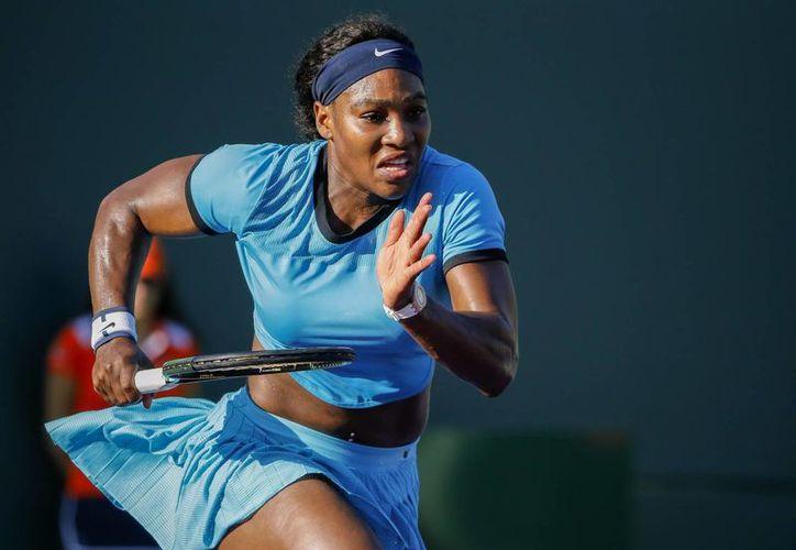 El partido amistoso entre Serena Williams (foto) y Mónica Puig, será reprogramado por problemas de logística, informaron los organizadores en Puerto Rico. (Efe)