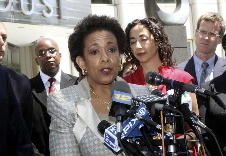 La fiscal federal Loretta Lynch dijo que los sospechosos utilizaron el mercado de valores como plataforma para ejecutar maniobras fraudulentas. (Archivo/EFE)