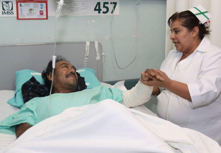 La preparación del personal médico es vital para un mejor tratamiento contra el dolor. (Notimex)