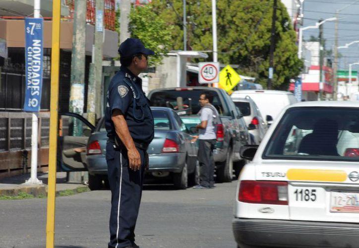 Elementos de seguridad se postrarán desde el muelle fiscal de Chetumal hasta el centro social Bellavista. (Francisco Sansores/SIPSE)