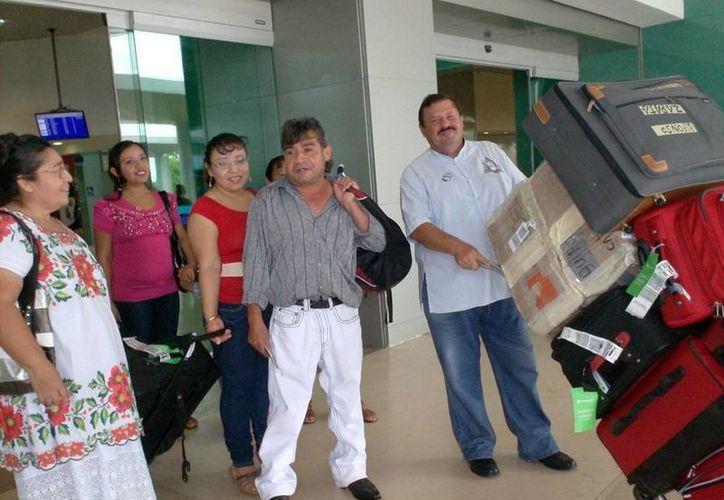Empresarios y artesanos vuelven de evento de promoción en Baja California. (Milenio Novedades)
