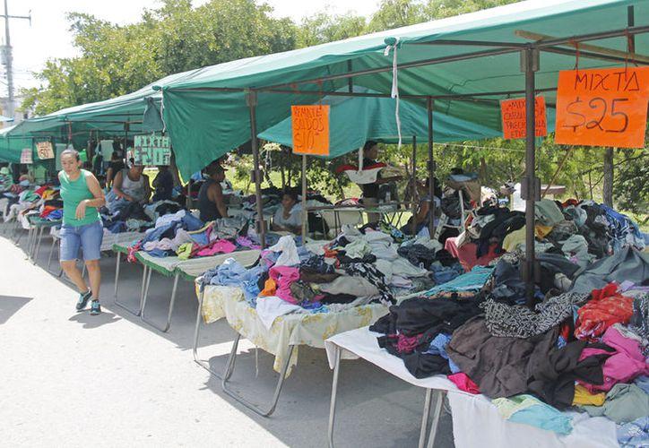 La mayoría de estos mercados itinerantes se concentran de la avenida José López Portillo. (Jesús Tijerina/ SIPSE)