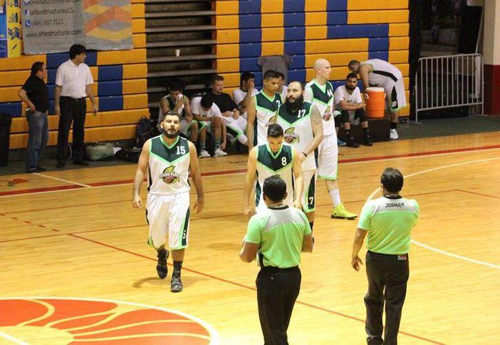 Iguanas de Cancún y Alphas Agharta de Chetumal cierran el año dividiendo triunfos en la Liga Mayor de Baloncesto Varonil. (Ángel Mazariego/SIPSE)