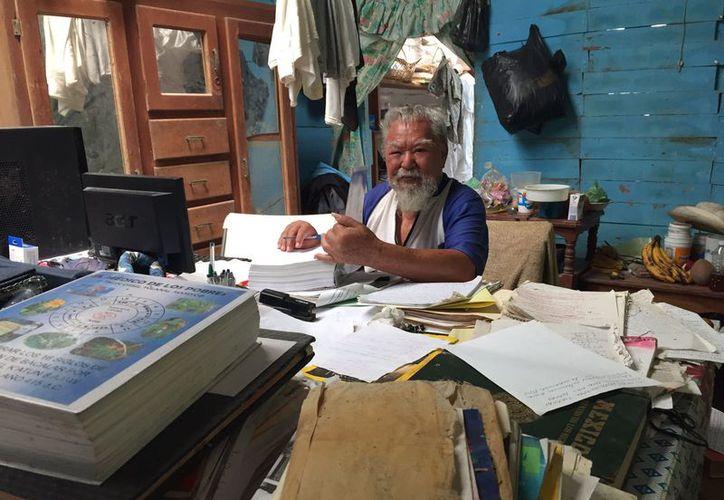 José de Jesús Morales, fue nombrado desde la integración del Concejo de Bacalar, su trabajo lo realiza desde su humilde vivienda. (Javier Ortiz/SIPSE)