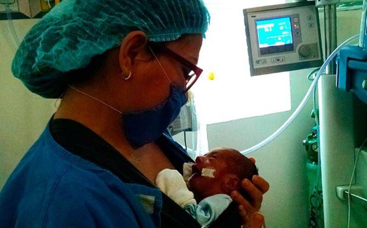 Lucca y Thiago nacieron cuando apenas tenían seis meses en el vientre de su madre, y han sobrevivido, pero el precio que los papás han tenido que pagar, por atención hospitalaria, es muy elevado. Ellos están pidiendo ayuda. (donadora.mx)