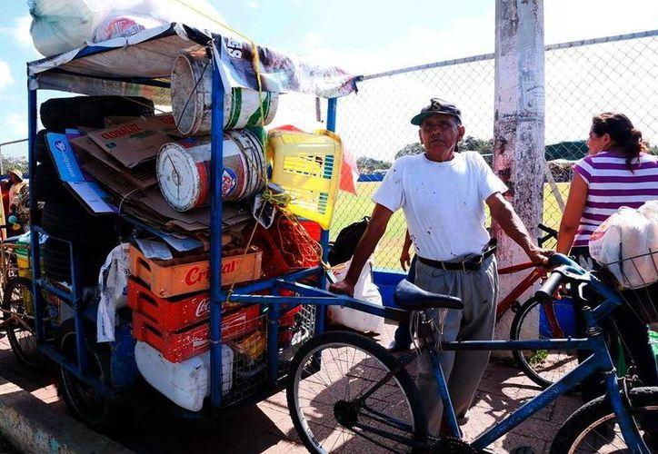 El gobierno atribuye a las campañas de descacharrización el control del dengue dengue en Yucatán. (Milenio Novedades)