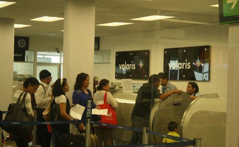 La aerolínea de Volaris comenzará a operar un módulo en la Terminal Aérea de la ciudad capital. (Claudia Martín/SIPSE)