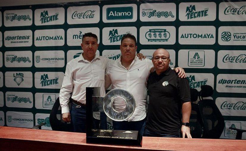 David Cárdenas Cortés (c) habló del futuro cercano para los melenudos. (José Acosta/Novedades Yucatán)