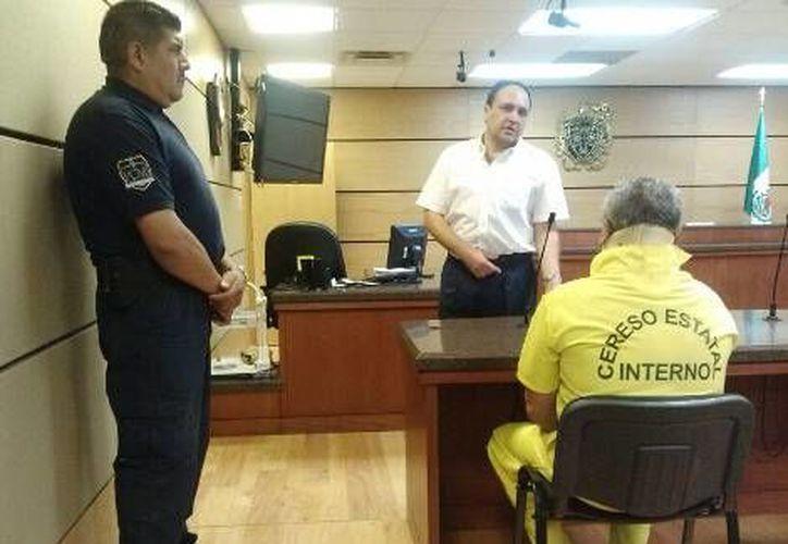 Velázquez Samaniego, piloto de la 'monter truch' en una comparecencia en Chihuahua. (Archivo/Milenio)