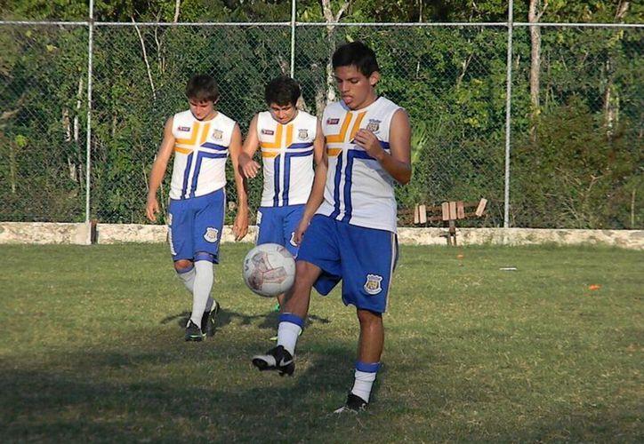 El timonel del equipo, Jorge Licona Castro, destacó que el proyecto de la Tercara División será formativo, más que pelear por el ascenso a la Liga Premier o de Nuevos Talentos. (Ángel Mazariego/SIPSE)