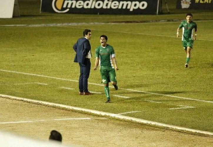 Aldo Polo abrió el marcador con el cual enfiló a su escuadra a una clara victoria ante el conjunto de Zacatepec. (Foto: Milenio Novedades)