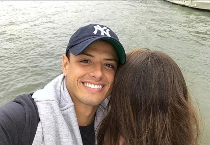 Con la imagen, 'Chicharito' y Andrea Duro por fin han confirmado su relación.(Instagram)