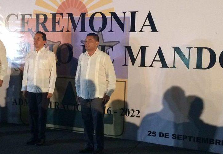 El gobernador de Quintana Roo, Carlos Joaquín, entregó el mando de Seguridad Pública a Rodolfo del Ángel Campos. (Luis Soto/SIPSE)