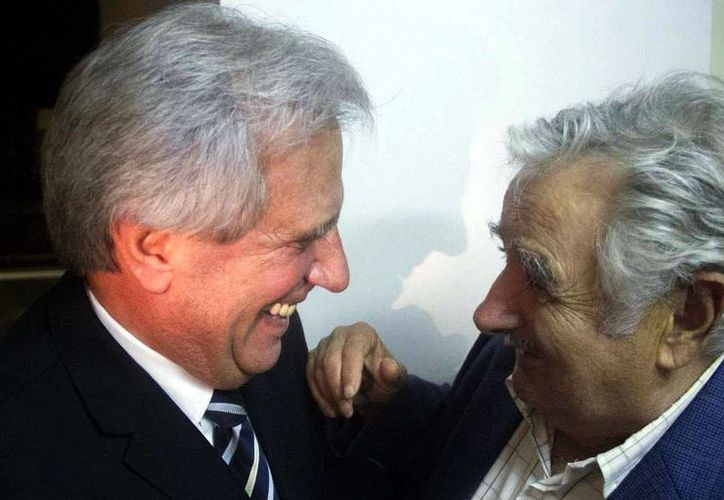José Mujica deja a su sucesor, Tabaré Vázquez, un país con una economía preparada para resistir escenarios extremos. (AP)