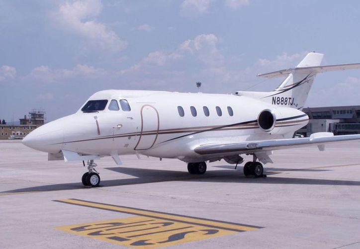 El avión Hawker Siddele HS-125, como el que aparece en la imagen, habría sido tomado por el crimen organizado para transportar narcóticos. (aeroporto.fvg.it)