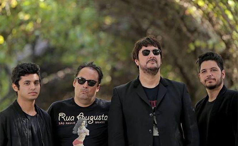 Los Tres deleitaron a su público con la interpretación de todos los temas que se encuentran en su disco más exitoso 'Unplugged'.(Notimex)