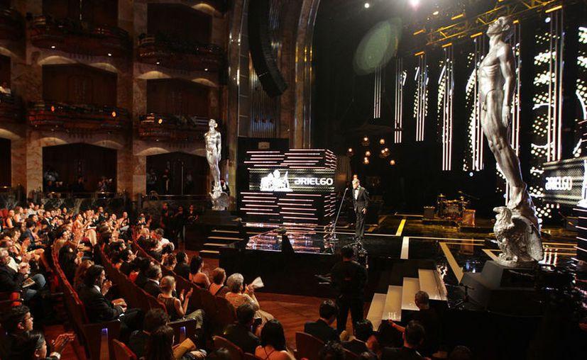 El Palacio de Bellas Artes se vistió de gala para albergar la ceremonia 60 de los Premios Ariel, donde se reconoce a mejor del cine nacional. (Notimex)