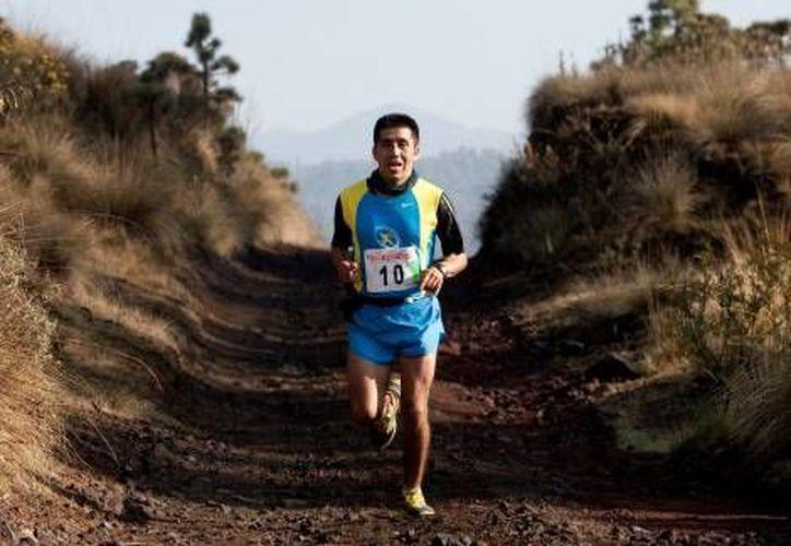 """Flaviano Reyes, uno de los """"ultramaratonistas"""" asaltados. (@bermudezphoto)"""