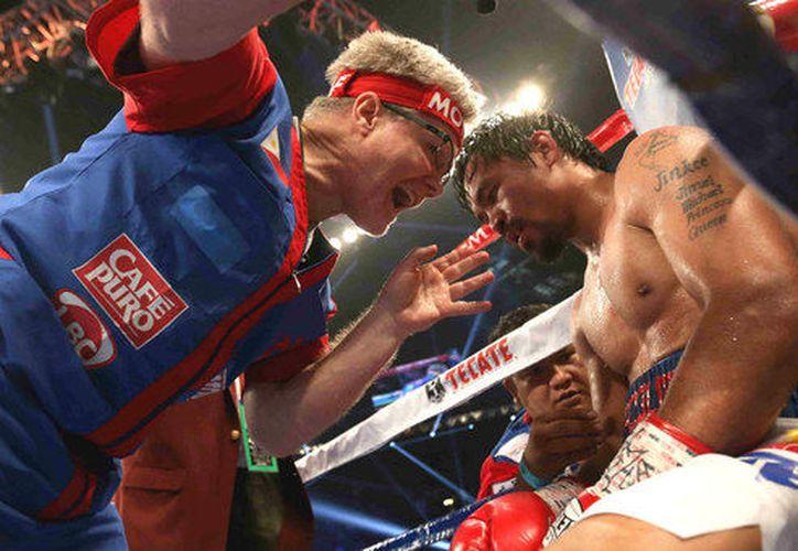 Freddie argumentó que el boxeador no le avisó personalmente de su decisión. (Foto: Telemundo).