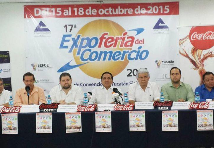 Imagen de la conferencia de prensa en donde se anunciaron los pormenores de la  XVII Expoferia del Comercio en el Centro de Convenciones Siglo XXI. (Candelario Robles/SIPSE)