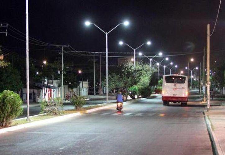 Las luminarias que instaló AB&C Leasing de México siguen ocasionan problemas al Ayuntamiento. (SIPSE)