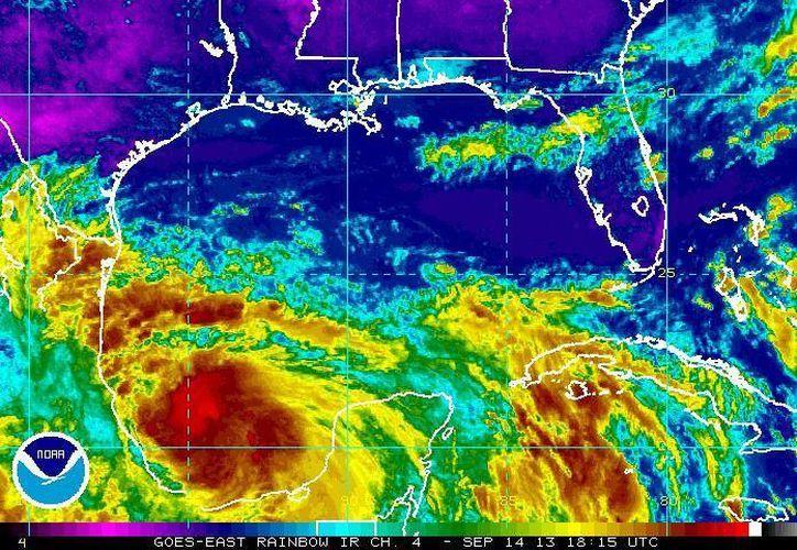 Hasta ahora el CNH pronostica que Ingrid toque tierra el lunes en los límites de Veracruz y Tamaulipas. (ssd.noaa.gov)